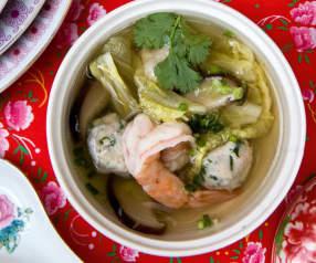 Soupe aux boulettes de poulet et crevettes