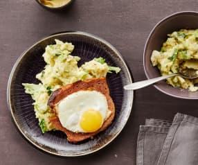 Leberkäse und Ei mit Wirsing-Kartoffel-Stampf