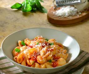 Conchas con tomate fresco y queso de cabra