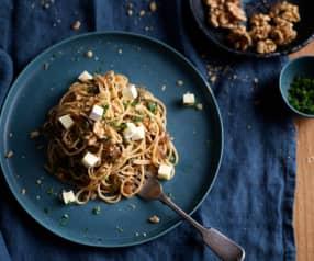 Esparguete integral com cebola e acelgas