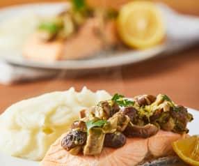 Salmón con hongos y puré de papa