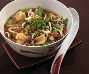 Nouilles chinoises aux légumes (plat végétarien)