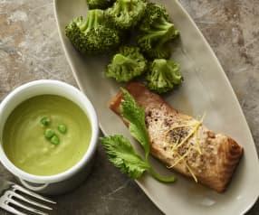 Crema di piselli e zenzero con salmone al limone e broccoli