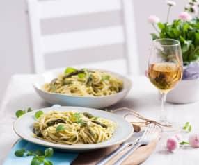 Špagety s chřestovou omáčkou