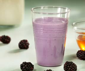 Smoothie de moras y queso fresco
