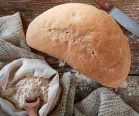 Mezzaluna di pane al farro