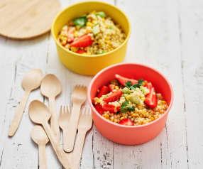 Salada de massa com morangos e abacate