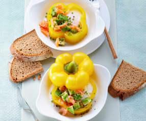 Frühstücksei mit Lachs und Avocado