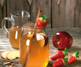 Korzenny napar z zielonej herbaty z owocami