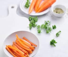 Faire sauter 200 g de carottes en bâtonnets