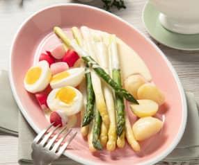 Szparagi z młodymi ziemniakami i jogurtowym sosem holenderskim