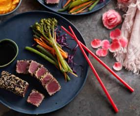 Atum braseado com puré de cenoura e legumes ao vapor