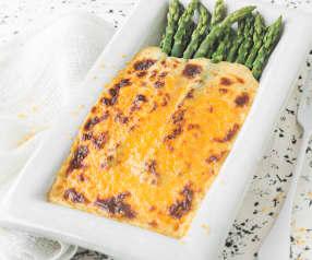 Espárragos gratinados con salsa de queso