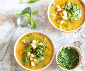 Soupe printanière courgettes, haricots, pesto