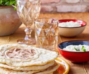 Bazlama con Cacik (Pane con salsa al cetriolo)