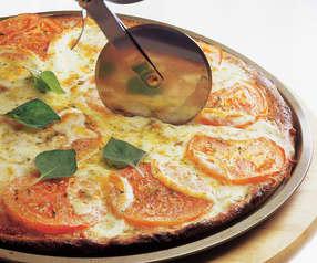 Pizza integral con tomate y mozzarella