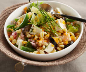 Ensalada de cebada perlada con verduras