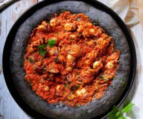 Pizza Gourmet al nero di seppia moscardini e seppioline
