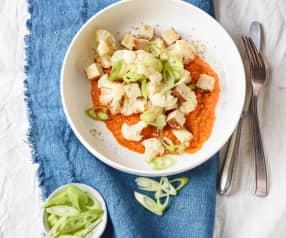Sesam-Blumenkohl-Tofu mit Paprikasauce