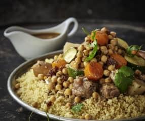 Couscous mit Hähnchen, Lamm und scharfer Bratwurst