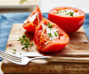 Tomates farcies à la pannacotta au parmesan, cœur coulant poivron et framboise