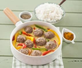 Albóndigas, pimientos y arroz con salsa de curry