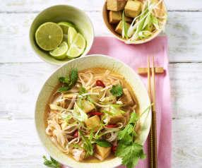Zuppa di noodles vegetariana alla vietnamita