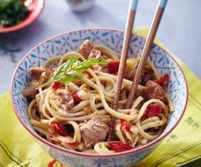 Nouilles chinoises aux légumes et filet de porc