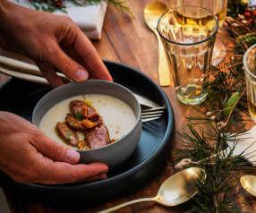 Velouté de chou-fleur et foie gras poêlé