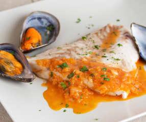 Pescado y mejillones en salsa