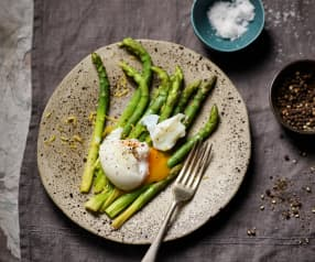 Sous vide asparagus with poached eggs (TM5)