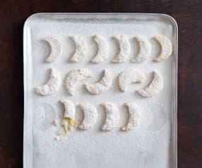 Kourabiedes (Greek moon biscuits)