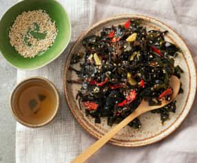 Wakamesalat mit Pilzen und Sesam