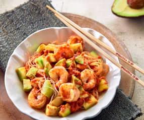 Noodles con gamberi e avocado