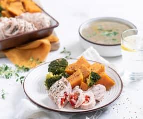 Roladki z indyka z cebulą i papryką z batatami i brokułem, zupa pieczarkowa