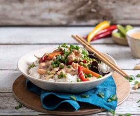Kurczak z warzywami, ryżem basmati i sosem z nerkowców