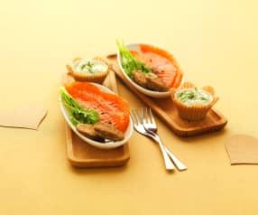 Marinierter Lachs mit Buchweizen-Blinis und Zitronen-Dill-Creme