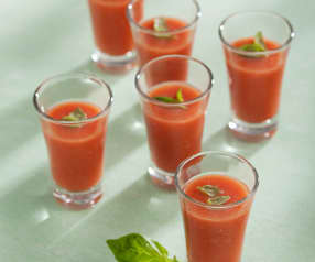 Studený rajčatový krém s bazalkou
