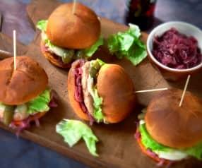 Hamburger di tacchino con composta di cipolle e pane rosso
