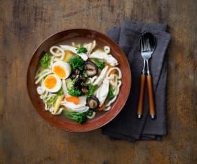Zuppa di pollo con udon e verdure