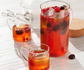 Thé glacé aux fruits et à la cannelle