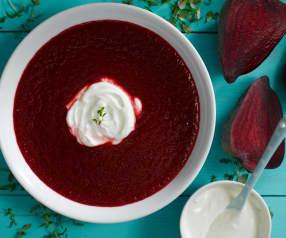 Polévka červená z řepy
