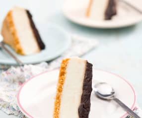 Ciasto z kaszą manną i polewą czekoladową ze śliwkami