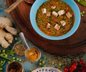 Zuppa al curry con formaggio paneer