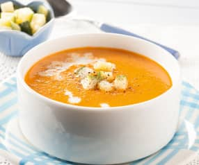 Zuppa di peperoni rossi e zucchine