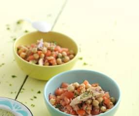 Salada de grão, tomate e atum com vinagreta de coentros e lima
