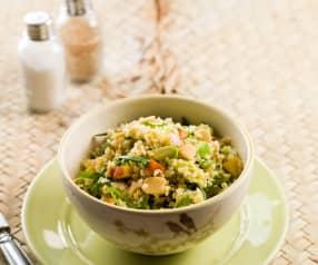 Bulgur-Salat mit Rucola, Pfirsich und Avocado