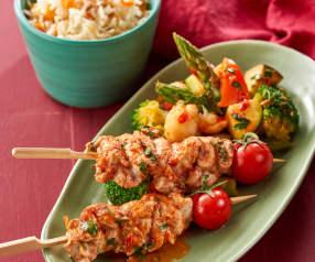 Spiedini di pollo con riso al cumino e insalata tiepida di verdure
