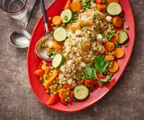 Kuskus se zeleninou, sušenými meruňkami, ořechy a feta sýrem