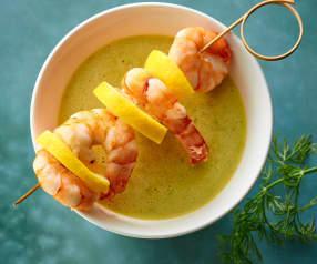 Soupe de concombre et brochettes de crevettes